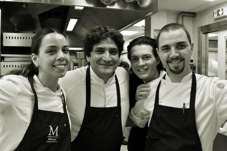Nella cucina di Mirazur. Mauro Colagreco con i suoi due sous chefs Florencia Montes e Donato Russo e il maître d'hôtel Damien Chevalet
