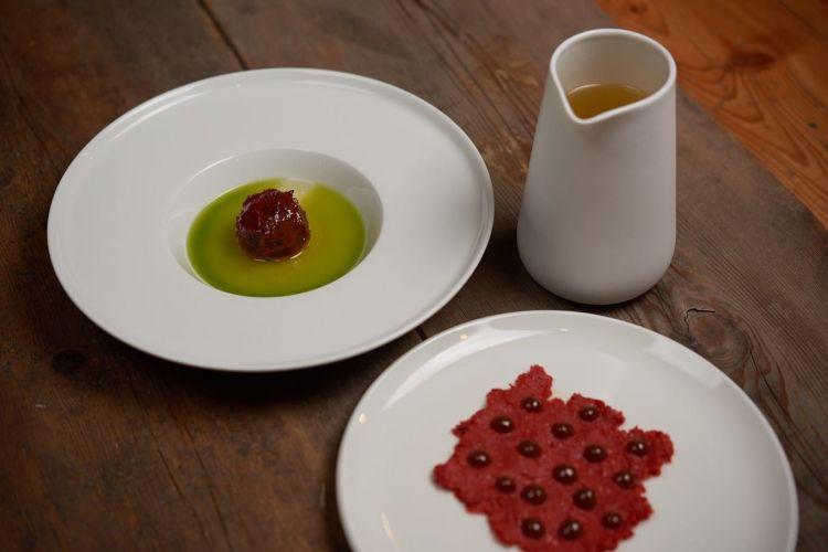 Pomodoro in conserva con il suo miso, olio all'origano e la sua acqua