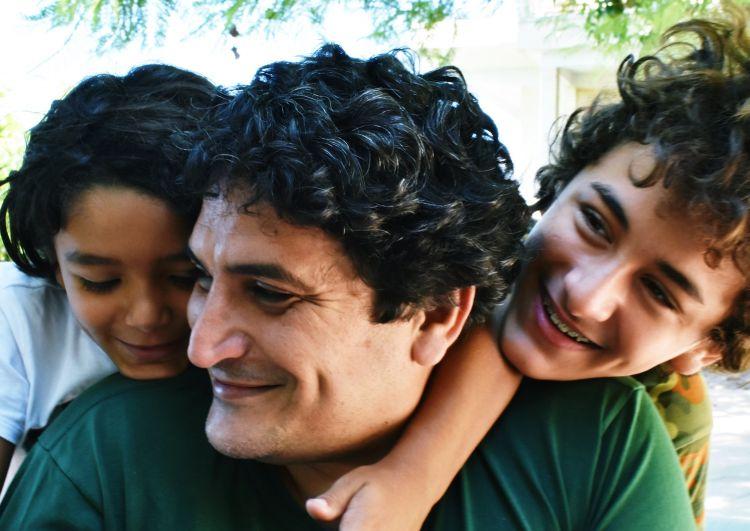 Mauro Colagreco assieme ai due figli Valentìn e Lucca. Lasciare loro un mondo migliore è uno degli obiettivo più sentiti dallo chef argentino
