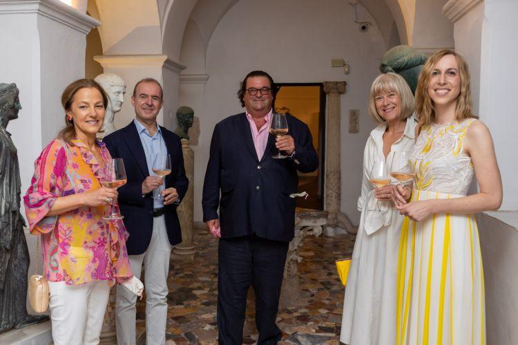 Villa San Michele a Capri, teatro della prima cena dell'evento. Da sinistra a destra,Madame Lichine, Giuseppe Duva, Sacha Lichine, Kristina Kappelin, Valeria Righetti