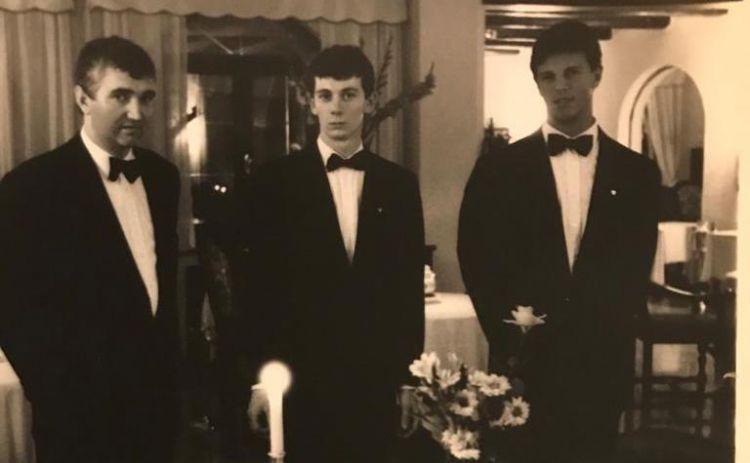 Al centro, in una foto del 1988. Alla sua sinistra, Antonio Santini