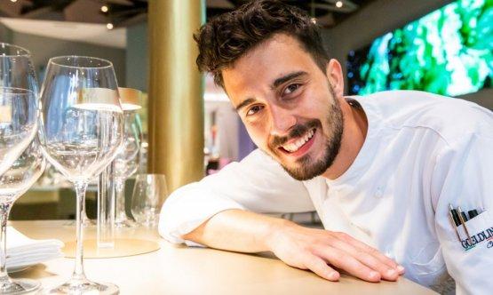 Lo chef Edoardo Traverso, nato a Bordighera, dal è a capo delle cucine di Identità Golose Milano in collaborazione e con la supervisione dello chef Andrea Ribaldone