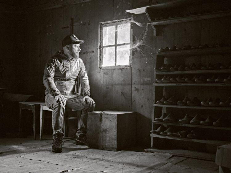 """Pitzock, Via Pizack, 30 - Funes (Bolzano) - Foto di Marco Varoli  «Capisco da subito che Messner non è semplicemente un cuoco, ma è molto di più: è un uomo che ha deciso di valorizzare la valle in cui è nato, hascelto di migliorarla, portando innovazione e creatività, ma combattendo quotidianamente per difendere le antiche tradizioni di questo posto magico. A partire proprio da ciò che porta in tavola. """"Ho capito che quando l'ambiente, l'uomo e il regno animale vivono in armonia, nascono prodotti inconfondibili – esordisce. Questa è una valle ricca di sapori, profumi, materia prima straordinaria. Lavorare direttamente con il contadino su al maso mi dà quel plus per me fondamentale. Ogni giorno mi sveglio e sono felice di essere rimasto qui, a casa mia""""».  Barbara Giglioli"""