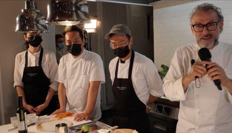 UNDER ONE ROOF. Dietro allo chef, Jessica Rosval(canadese), Takahiko Kondo(giapponese) e Choi Jongho(taiwanese)