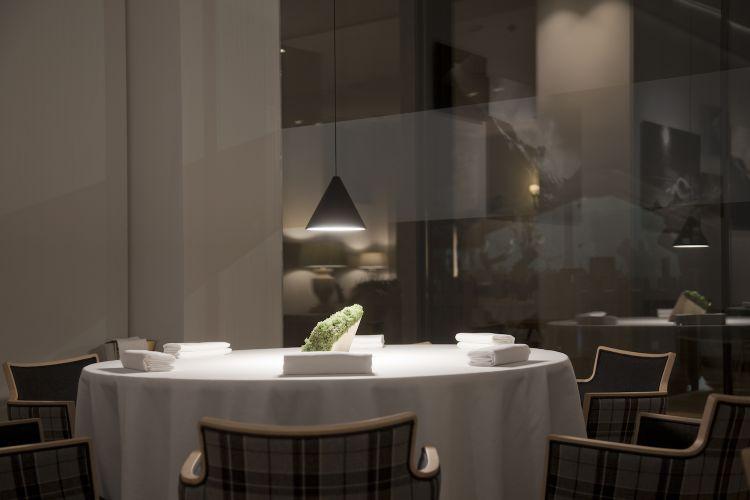 La sala del Petit Royal, indirizzo gastronomico all'interno del Grand Hotel Royal e Golfdi Courmayeur (Aosta)
