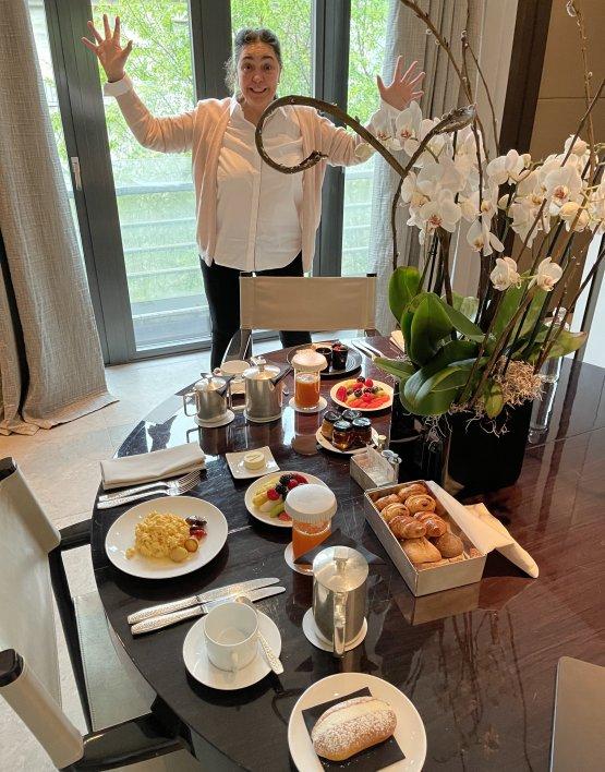 Paola Valeria Jovinelli e il tavolo della colazione