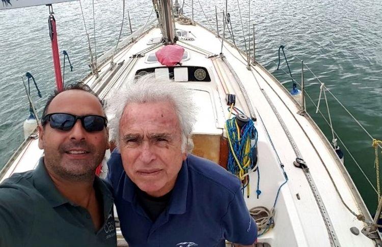 A due cose Giovanni Morello è legato, da sempre, da un amore profondo e totale: al mare e a suo padre Francesco Morello, pescatore professionista specializzato nella pesca del gambero: «Lo vedevo come un eroe -ci ha detto - Fin da piccolino, quando lui tracciava la rotta per andare nei banchi di pesca, mi metteva al timone, mi dava le coordinate, mi impostava la rotta e mi diceva di seguirla sulla bussola, che poi era l'unico modo per sapere dove stessi andando dato che ero talmente piccolo da non riuscire a guardare fuori: tenevo il timone, guardavo la bussola, e governavo la barca»