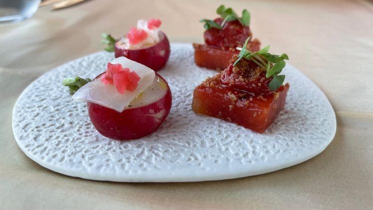 Cubo di anguria marinata e pomodoro confit