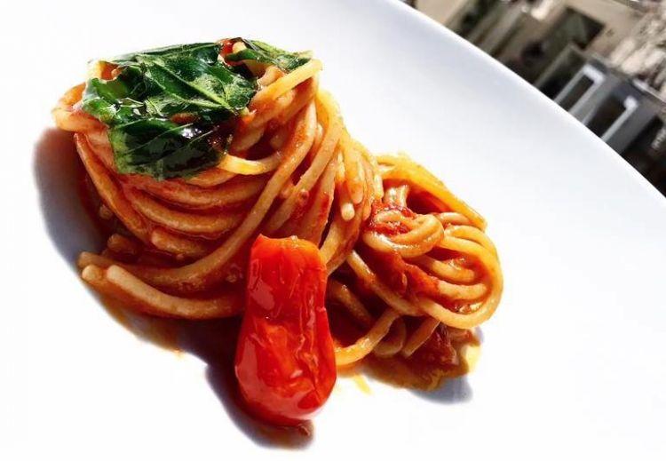 Spaghettone di Gragnano, basilico e pomodoro corbarino