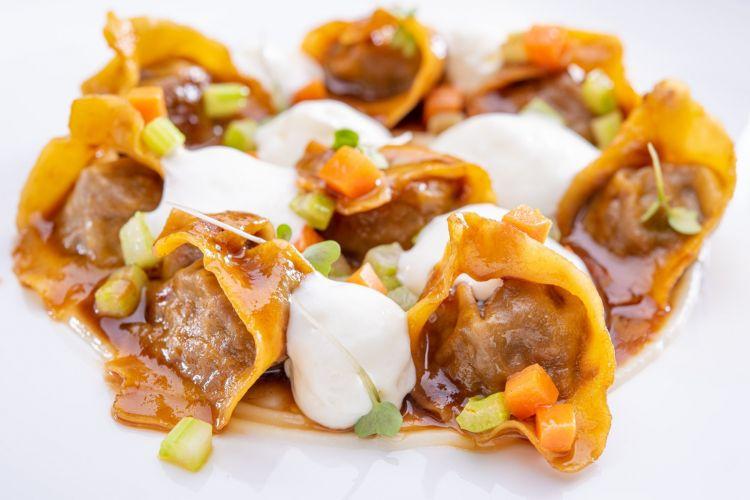 Tortelli di genovese di manzo, finocchi e provolone del monaco