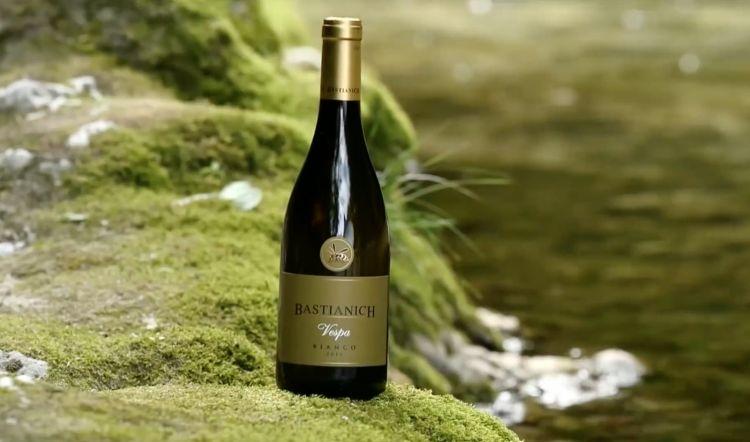 Bastianich produce vini nell'azienda di famiglia a Cividale del Friuli(Udine)