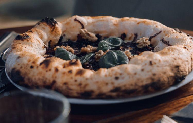 Fondue:fonduta di gorgonzola dolce D.O.P., radicchio di Chioggia I.G.P stufato, granella di noci del Trentino, olio extravergine d'oliva e basilico fresco