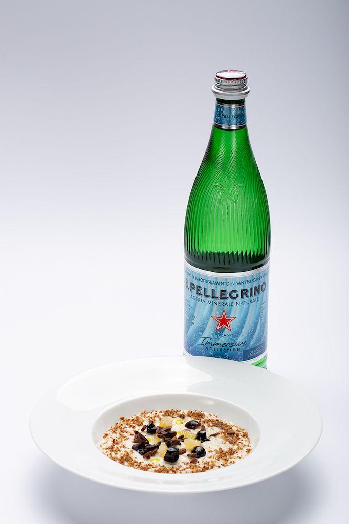 Risotto oliva, olio Evo (cultivar Nocellara Messinese e Dolce di Rossano) mandorla e limone di Davide Marzullo in abbinamento a S. Pellegrino