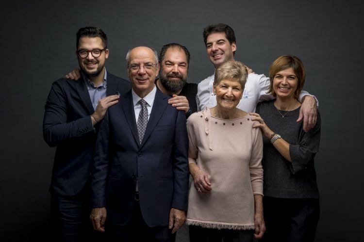 Famiglia Alajmo del ristorante Le Calandre a Rubano, Padova premiati da Gianni Tognoni Direttore Commerciale e Marketing di Olitalia