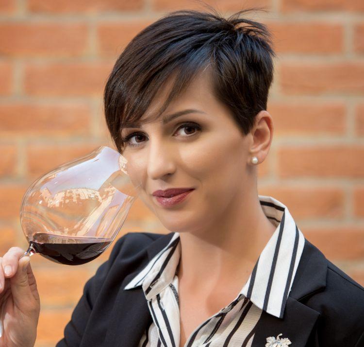 Anna Cardin, Oro dell'Hotel Cipriani, Venezia, premiata da Carlo Boschi, Senior Brand Manager Veuve Clicquot Italia
