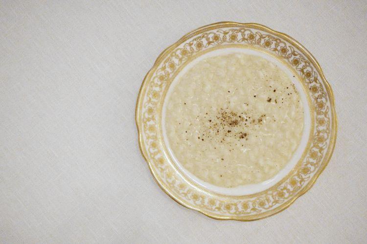 Risotto cotto nel latte, vaniglia e pepe nero. Eccessivamente dolce