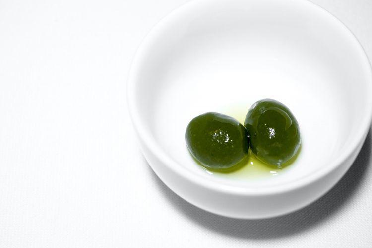Finta oliva di tartare di gamberi all'alloro, squisite