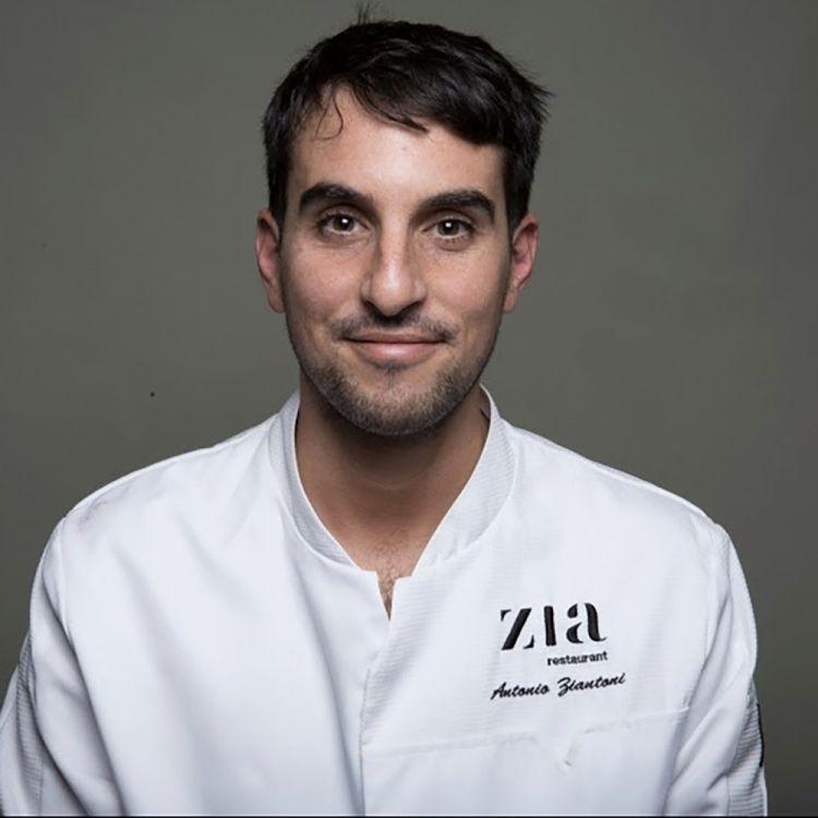 Antonio Ziantoni, ristorante Ziaa Roma, premiatoda Anna Maschio distillatrice diBonaventura Maschio