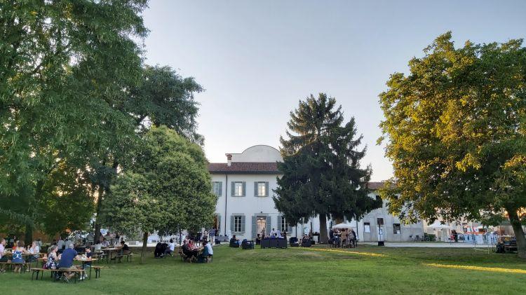 Villa Terzaghi e, sotto, i suoi cestini Chicnic