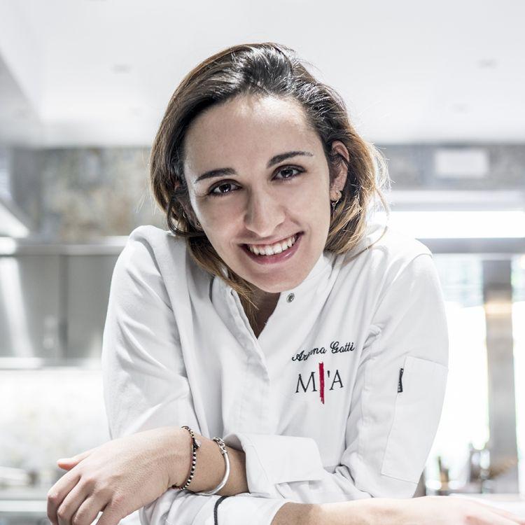 Arianna Gatti, sous chef di Philippe Léveillé al ristorante Miramonti L'Altro diConcesio (Brescia), premiato da Cristina Mollame Brand ManagerSurgital