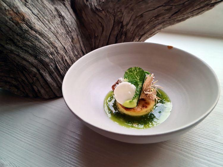Parmigiano Reggiano 40 mesi, patata, porro e panna acida, del ristorante Lukas in Austria