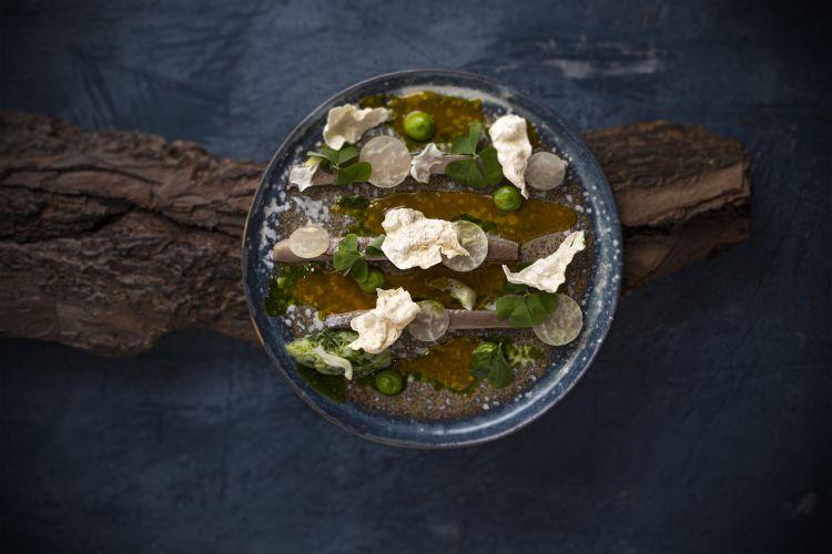 Parmigiano Reggiano 40 mesi, escabeche, mela e profumi di bosco, del ristorante Rau in Austria