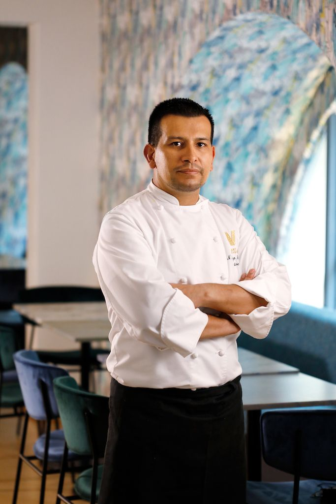 Nestor Rodrigo Hernandez, chef di V Bart & Restaurant in Galleria Vittorio Emanuele a Milano