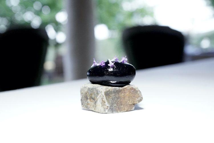 Finta pietra di battuta di gambero rosso e lime