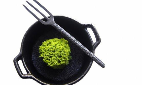 Broccoli e salsiccia: caposaldo della cucina partenopea in forma contemporanea, spugna di broccoli con estratto di salsiccia - un piatto di Maicol Izzo di Piazzetta Milù