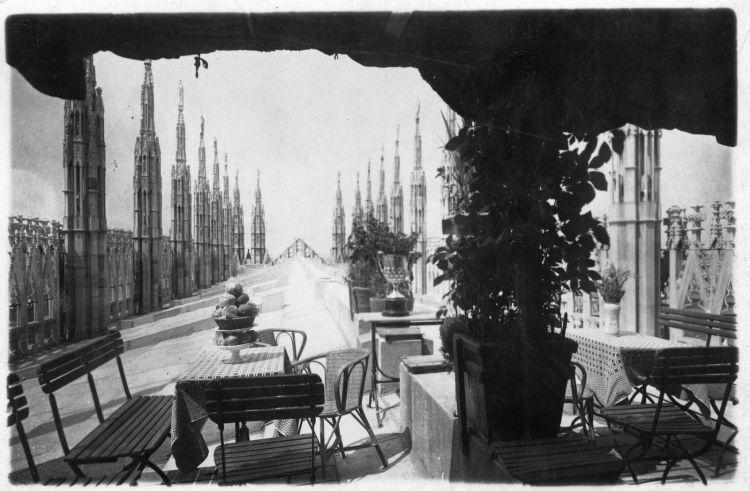 Buvette sulleTerrazze del Duomo negli anni'20 del 900
