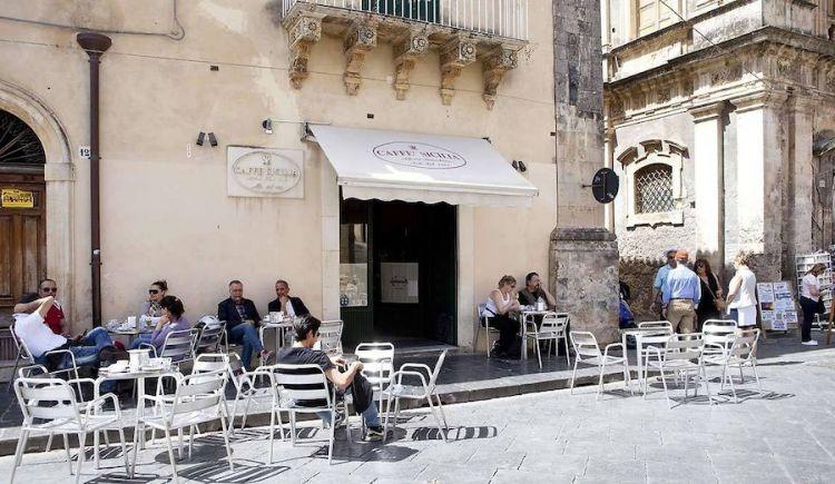 Il Caffè Sicilia come si presentava a Noto. Adesso è chiuso per ristrutturazione, appuntamento a primavera