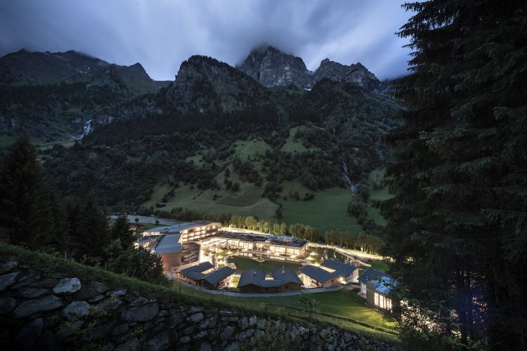 The hotel surrounded by Val di Fleres. Photo Alex Filz