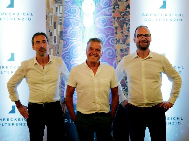 A partire da sinistra, l'enologo Martin Lemayr,ilpresidente Max Niedermayr e il direttore vendite di Colterenzio,Alex Ferrigato