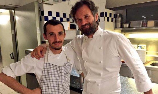 Carlo Cracco e la sua ombra in cucina: Luca Sacchi