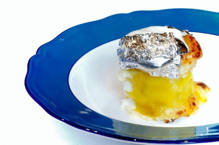 Rosette cotte nel forno a legna: sfoglia di pasta fresca con prosciutto cotto, tosone e spuma di besciamella. Qui è proprio la nonna astronauta