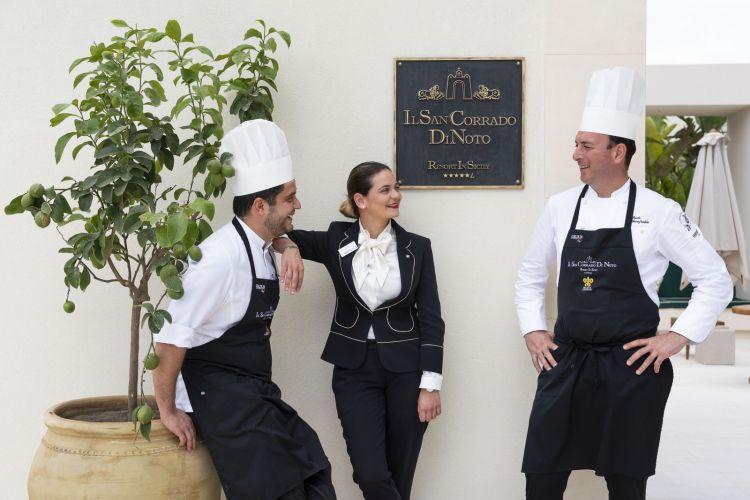 Sa sinistra Giuseppe Calvaruso, cucina, Michela Vitale e Paolo Gionfriddo