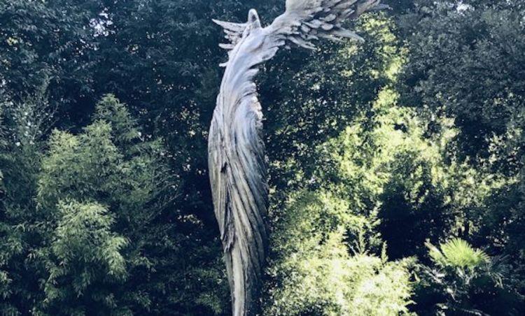 La Grande Anima, una fusione in alluminio dello scultore Ugo Riva posta nel giardino del Four Seasons di Firenze in memoria di un direttore di razza, Patrizio Cipollini