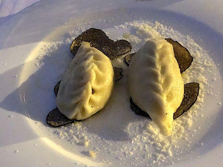 Colurgiones con uova di quaglia e tartufo nero estivo, ristorante La scogliera all'isola della Maddalena