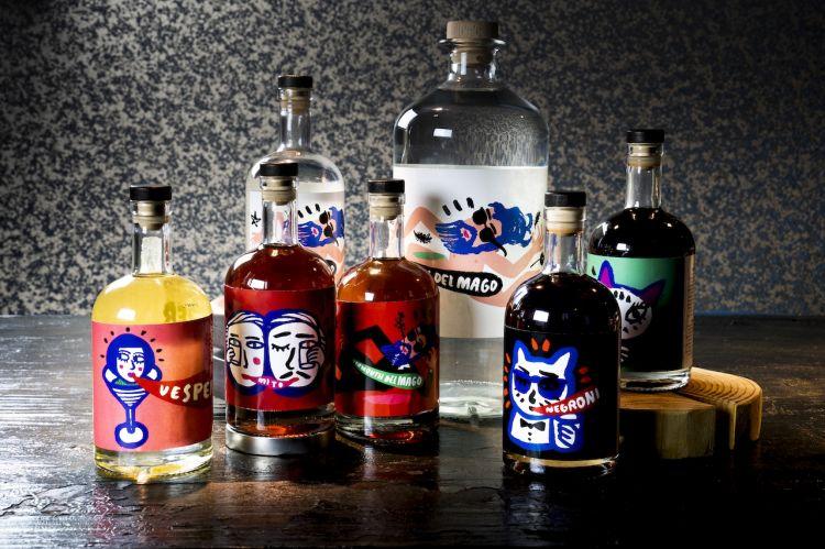 I due Spiriti assoluti e i quattro cocktail già oggi disponibili. Le etichette sono disegnate dal creativo torinese Gianluca Cannizzo