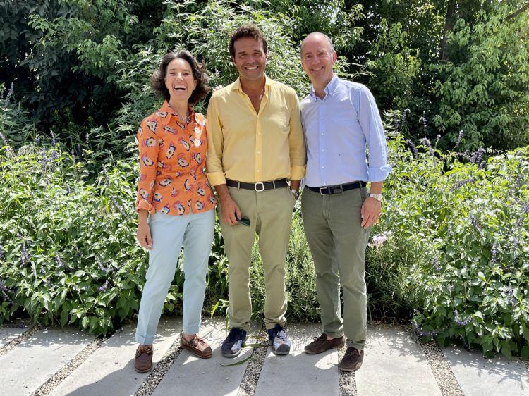 Da sinistra a destra Josè Rallo, Mario Faro e Antonio Rallo. Josè e Antonio sono i titolari di Donnafugata. La famiglia Faro, invece, è fondatrice della Fondazione Radicepura