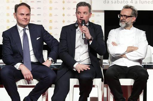 William Drew tra Matteo Lunelli e Massimo Bottura, sul palco di IdentitàGolose 2017
