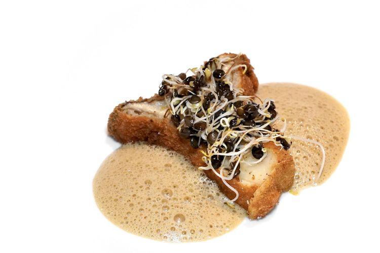 Cardoncello panato, germogli di lenticchia, emulsione di funghi