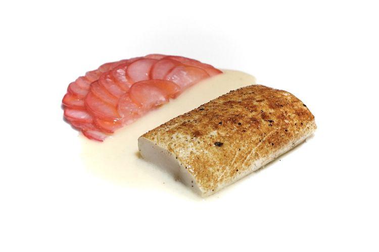 Altro grande piatto, Carpione in carpione di rapanelli. Il primo carpioneindica il nome diun pesce del Garda(Salmo carpio Linnaeus, 1758) che viene in questo caso condito con una salsa di sedano rapa e accompagnato con dei rapanelli marinati in aceto (il secondo carpione)