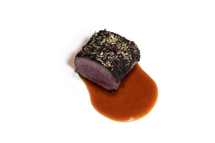 Castrato, polvere di olive nereUlidea, camomilla, fondo di vitello