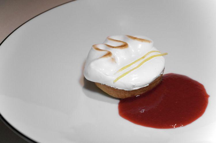 Lemon tart con salsa al lampone