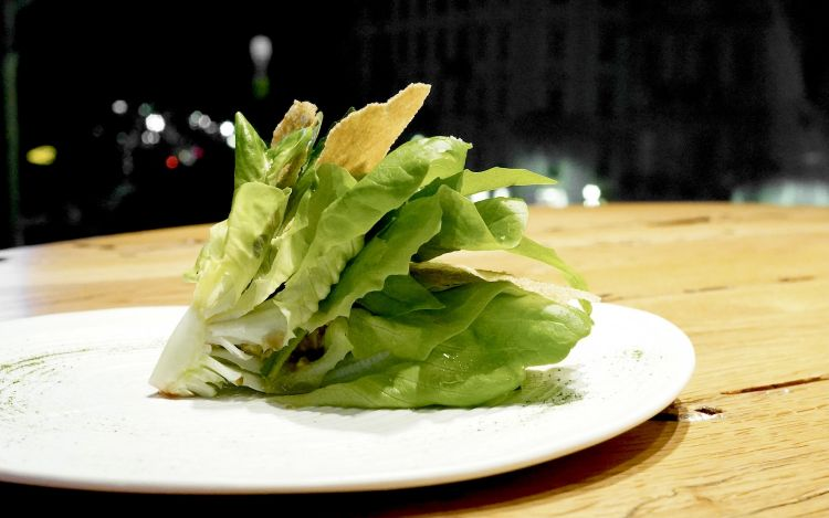 Sempre deliziosoil Bouquet d'insalate con crema di pistacchi echips di amaranto