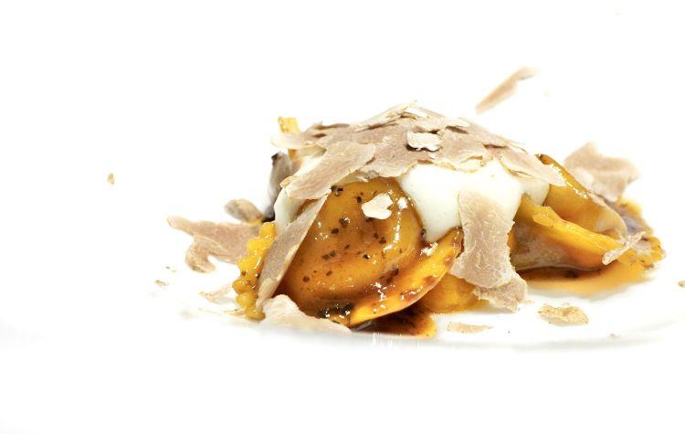 Ravioli in brodo di arrosto, crema di zucca, castagne, Parmigiano e tartufo