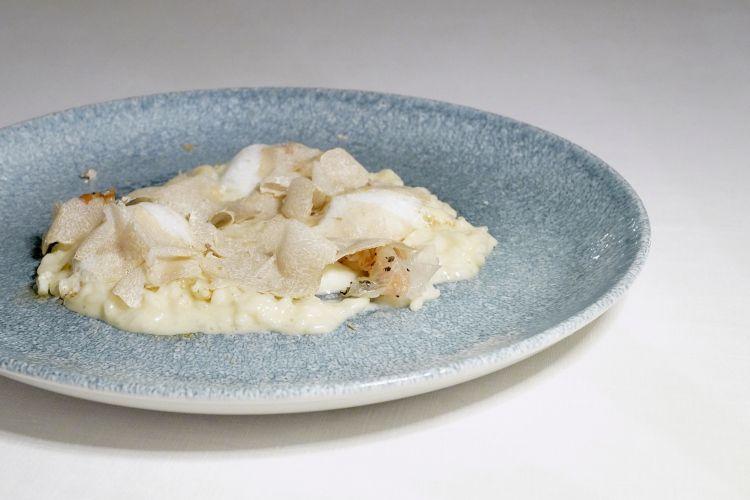 Risotto al Parmigiano, cavolfiore, guanciale croccante e tartufo bianco