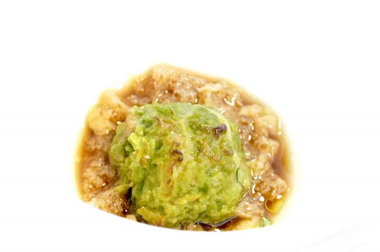 Delizioso Capunèt: verza arrostita, vitella, brodo acido al manzo (con limone e aceto di Claudio Mariotto), granola di mollica di miccone, pepe nero. Davvero una eccellente reinterpretazione della tradizione