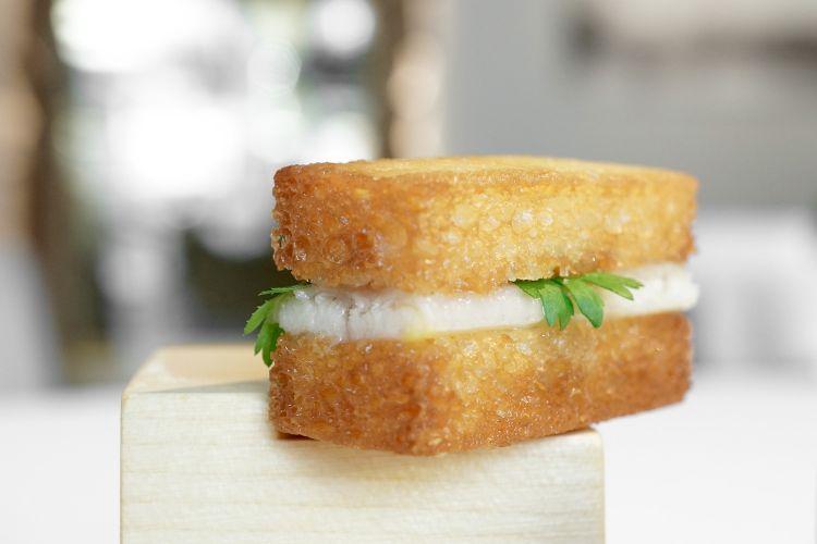 Un boccone classico di Griffa, Pane fritto con anguilla affumicata